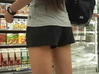 Japan HD Spycam Short pants and colourless underwear 裤子也可以偷拍到可爱小裤裤