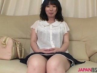 Mature Nozomi Iwahashi gets hairy pussy creampied