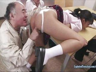 Jav Idol An Tsujimoto Ambushed In School